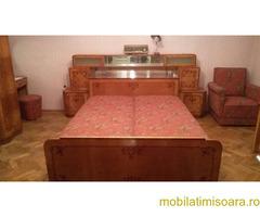 Dormitor din lemn masiv cu intarsie, ondulat